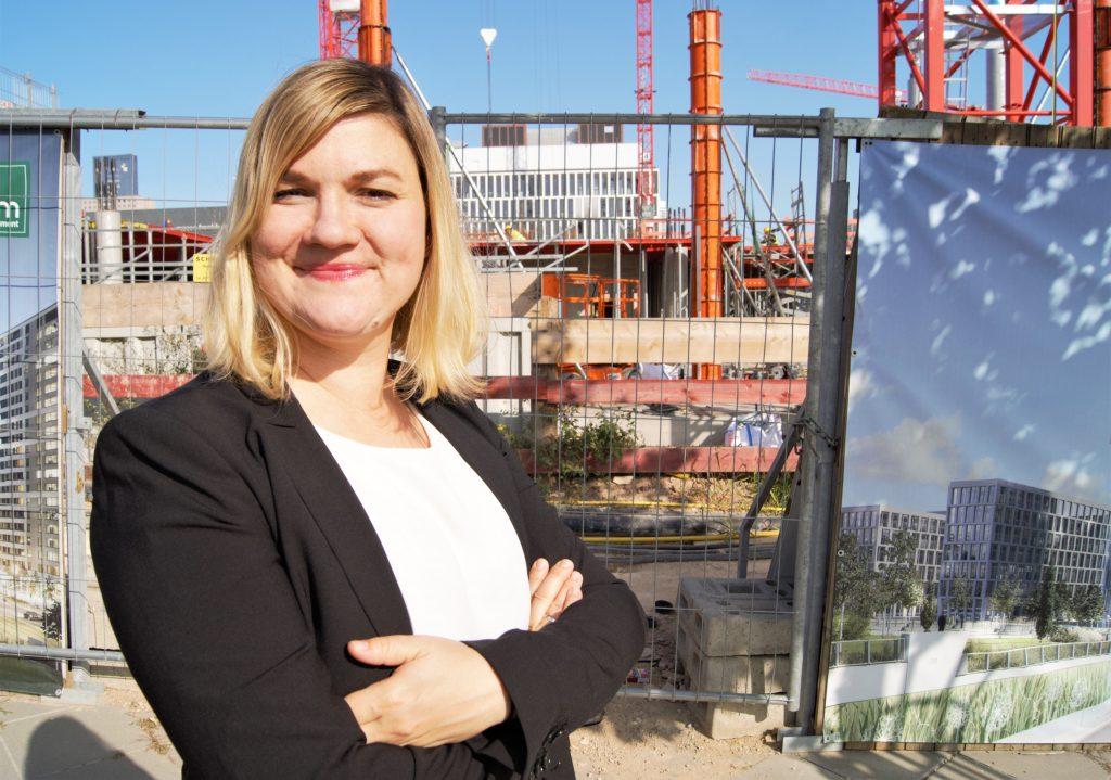 Julia Staudinger, Deutsche Leasing